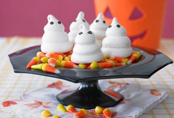 ghost-shaped-meringues